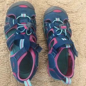 Girls Keen waterproof shoes